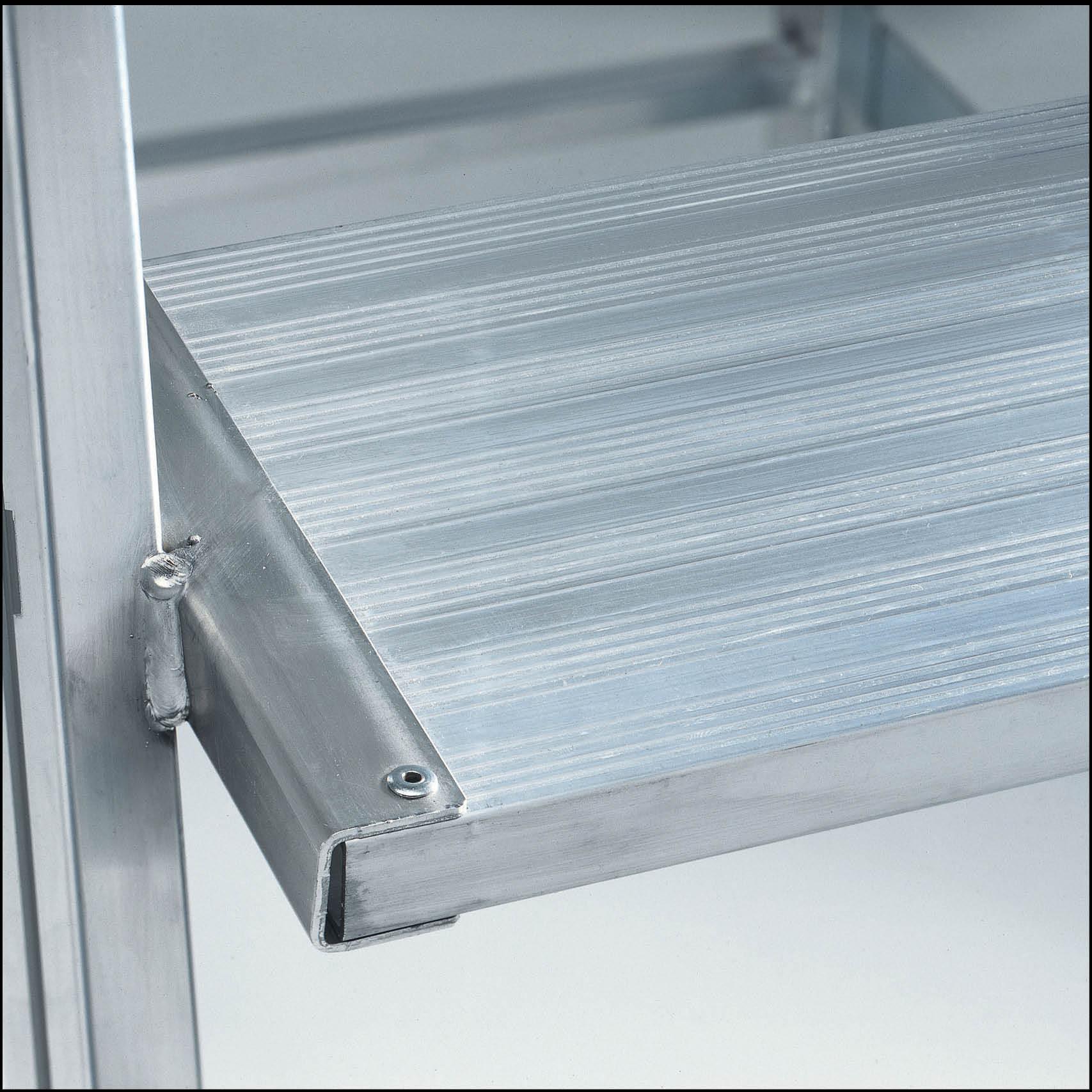 aluminium podestleiter stufen und plattform alu geriffelt lt. Black Bedroom Furniture Sets. Home Design Ideas